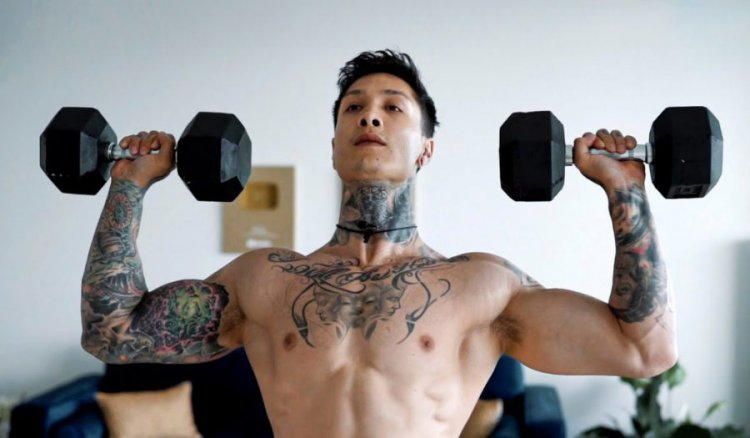 How to train your shoulders with dumbbells?