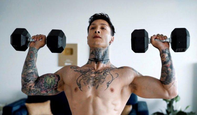 Упражнения за рамене с дъмбели - Програма и съвети от Крис Херия